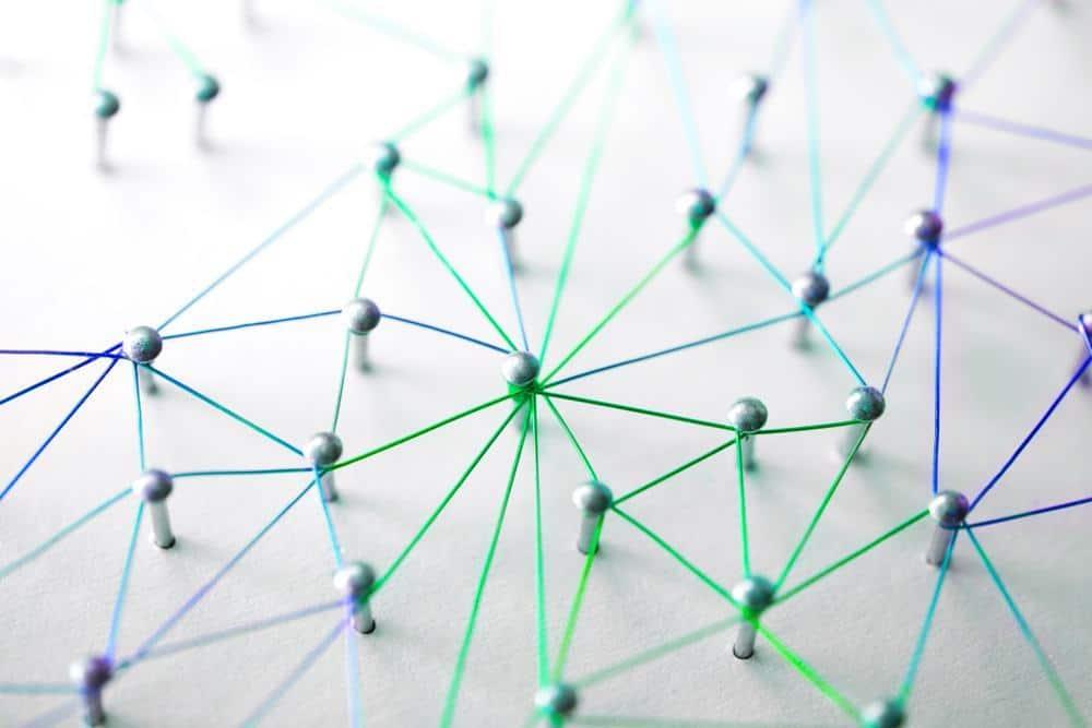 Waarom leest niemand mijn blog - pins met elkaar verbonden